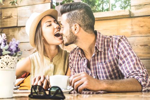 Amarre para que tu pareja se fije sola y únicamente en ti
